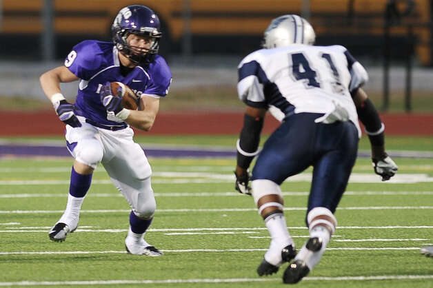 PNG running back Spencer Wommack makes a run for it during the game between PN-G Indians and WO-S Mustangs at PN-G High School on Friday, September 7, 2012. Photo taken: Randy Edwards/The Enterprise Photo: Randy Edwards