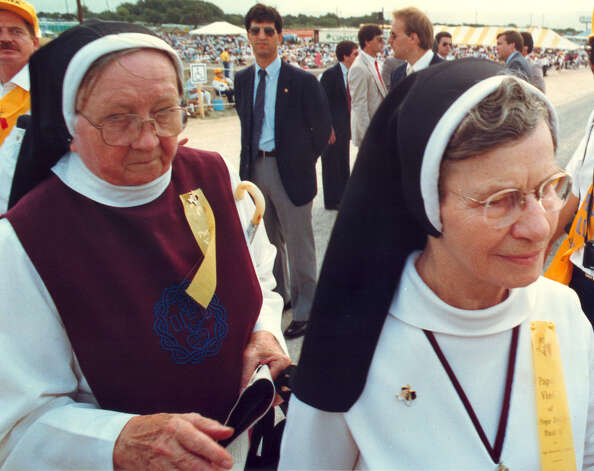 Nuns enter the Mass site at Westover Hills to see Pope John Paul II during his visit to San Antonio on Sept. 13, 1987. Photo: San Antonio Express-News File Photo / San Antonio Express-News