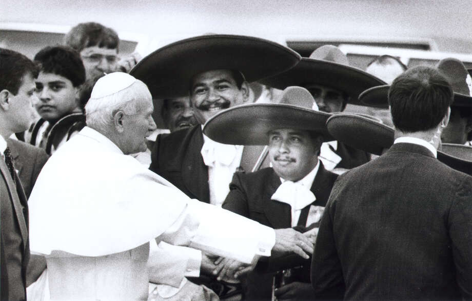 Pope John Paul II visits with mariachi Campanas during his tour of San Antonio in September 1987. Photo: San Antonio Express-News File Photo / San Antonio Express-News