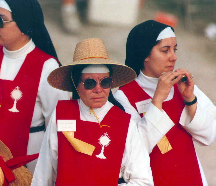 Nuns attend Pope John Paul II's Mass at Westover Hills during his September 1987 visit to San Antonio. Photo: San Antonio Express-News File Photo / San Antonio Express-News