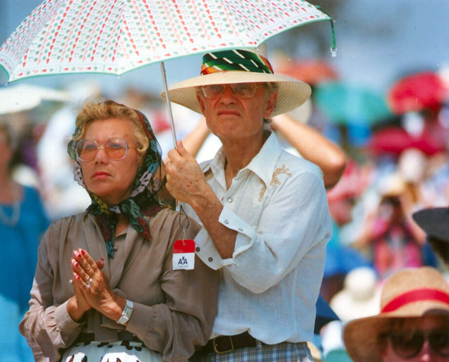 Julie and Bill Fagen came to see the Pope John Paul II in San Antonio in September 1987. Photo: San Antonio Express-News File Photo / San Antonio Express-News