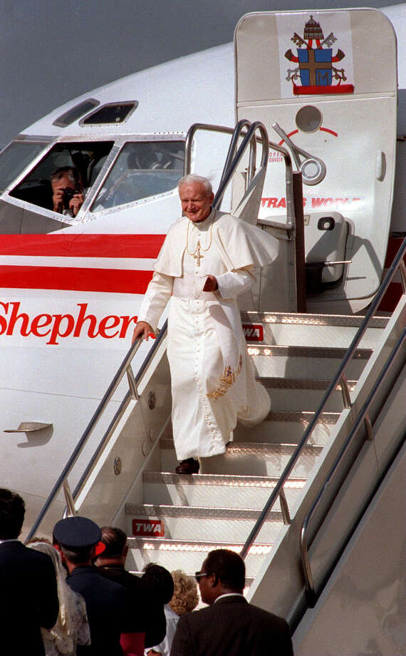 Pope John Paul arrives at Kelly AFB on Sunday, Sept. 13, 1987, for his visit to San Antonio. Photo: San Antonio Express-News File Photo / SAN ANTONIO EXPRESS-NEWS
