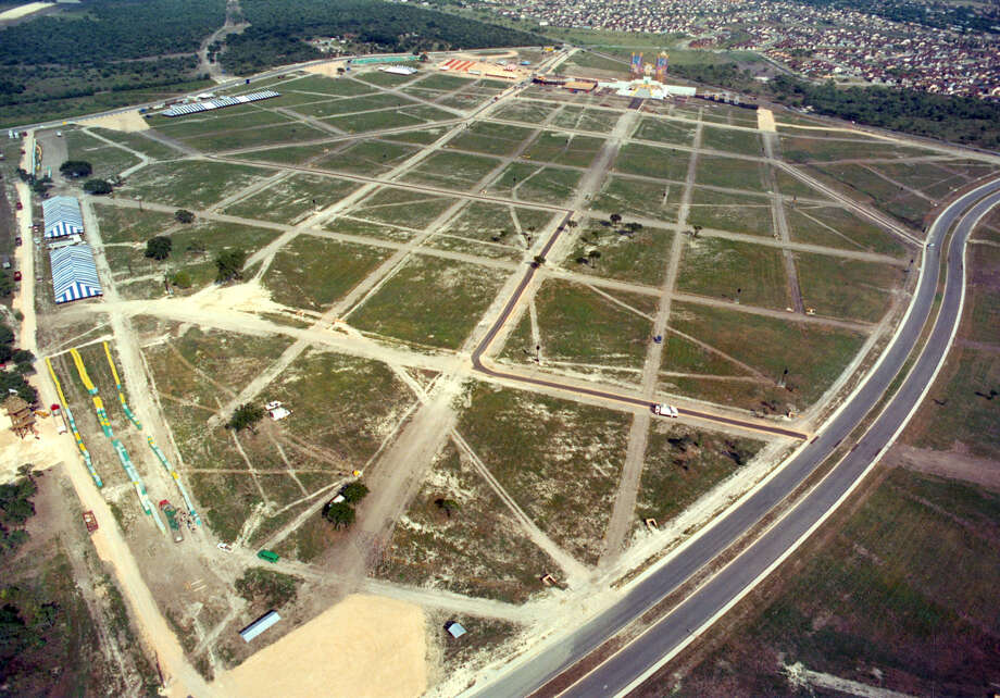 Looking south, the original Mass site for Pope John Paul II's visit to San Antonio is seen on Sept. 9, 1987. Photo: San Antonio Express-News File Photo / San Antonio Express-News
