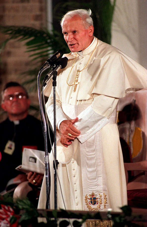 Pope John Paul II speaks at Municipal Auditorium on Sept. 13, 1987, during his visit to San Antonio. Photo: FILE, San Antonio Express-News File Photo / SAN ANTONIO EXPRESS-NEWS