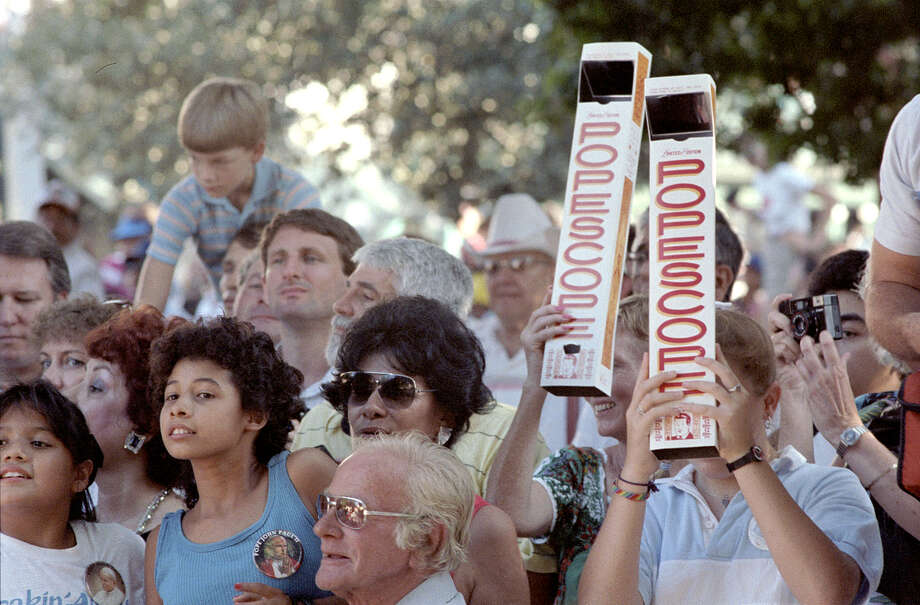The Popescope was a popular gimmick that was used by some people hoping to get a better look at Pope John Paul II as he rode in his Pope Mobile through Alamo Plaza during his visit to San Antonio in September 1987. Photo: San Antonio Express-News File Photo / SAN ANTONIO EXPRESS NEWS