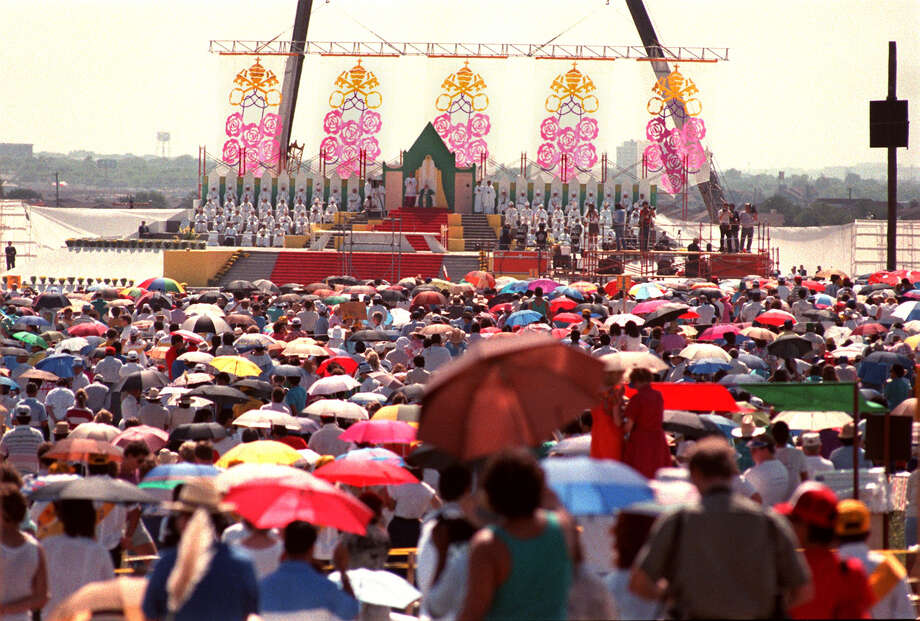 Thousands gather at the Westover Hills site to hear Pope John Paul II celebrate Mass Sunday, Sept. 13, 1987, during his visit to San Antonio. Photo: San Antonio Express-News File Photo / SAN ANTONIO EXPRESS-NEWS