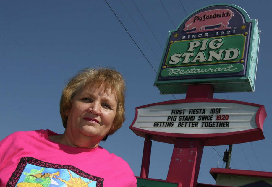 Mary Ann's Pig Stand, 1508 Broadway St., is open until 11 p.m. Sunday - Thursday and midnight Friday and Saturday. Photo: JOHN DAVENPORT, SAN ANTONIO EXPRESS-NEWS / SAN ANTONIO EXPRESS-NEWS
