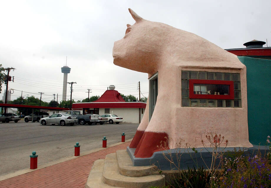 The Pig Stand on St. Mary's Street Photo: KEVIN GEIL, SAN ANTONIO EXPRESS-NEWS / SAN ANTONIO EXPRESS-NEWS