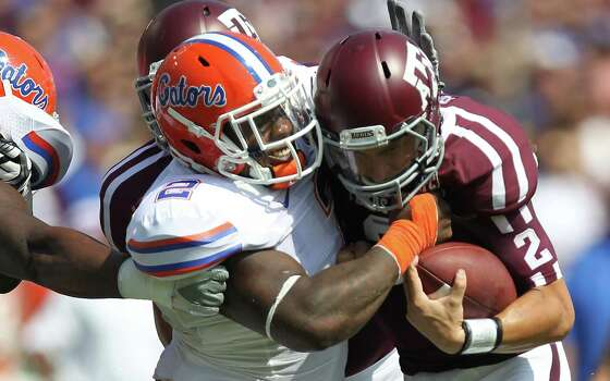 University of Florida defensive lineman Dominique Easley (2) meets Texas A&M University quarterback Johnny Manziel (2) at the line on a quarterback sneak during the second quarter. Photo: Nick De La Torre, Houston Chronicle / © 2012  Houston Chronicle