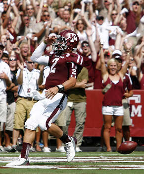 Texas A&M University quarterback Johnny Manziel (2) salutes the crowd after he scores a touchdown on a boot leg during the second quarter of a NCAA football game against University of Florida, Saturday, Sept. 8, 2012, at Kyle Field in College Station. Photo: Nick De La Torre, Houston Chronicle / © 2012  Houston Chronicle