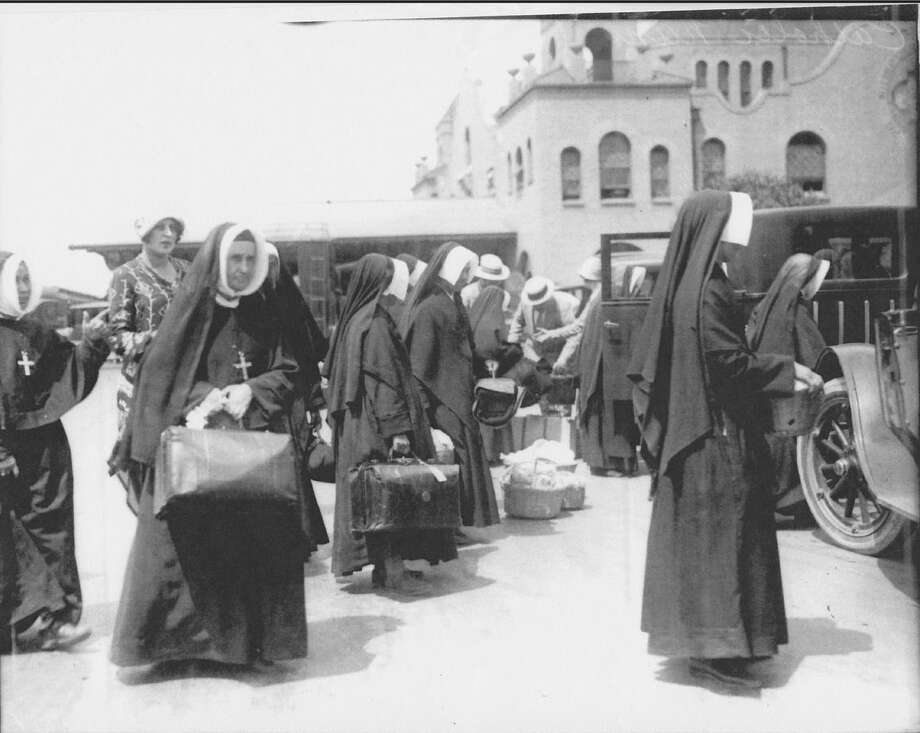 A group of Sisters of the Sacred Heart of Mary fled Mexico and arrived in San Antonio in August 1926. Photo: Courtesy Of Institute Of Texan Cultures