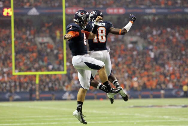 UTSA's Eric Soza (08) celebrates a touchdown with receiver Kenny Harrison (18) against Texas A&M-Commerce in the first half at the Alamodome on Saturday, Sept. 8, 2012. Photo: Kin Man Hui, Express-News / ©2012 San Antonio Express-News