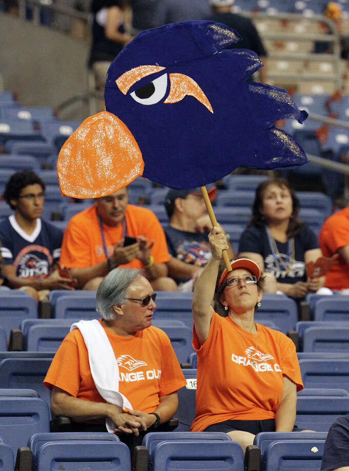 UTSA fans show their pride before the home opener against A&M-Commerce on Sept. 8 at the Alamodome. Photo: Kin Man Hui, Express-News / ©2012 San Antonio Express-News