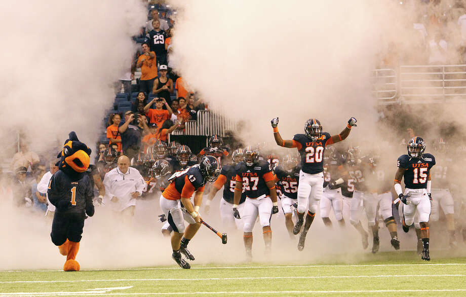 The UTSA Roadrunners football team takes the field for their game against Texas A&M-Commerce at the Alamodome on Saturday, Sept. 8, 2012. Photo: Kin Man Hui, Express-News / ©2012 San Antonio Express-News