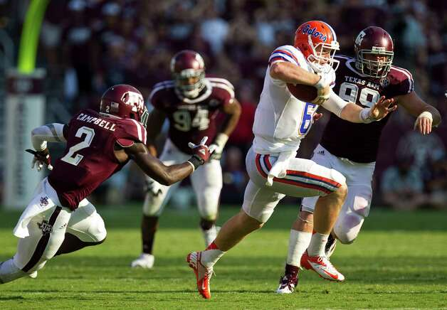 University of Florida quarterback Jeff Driskel (6) scrambles for a big first down during the fourth quarter of a NCAA football game against Texas A&M University, Saturday, Sept. 8, 2012, at Kyle Field in College Station. The play allowed Florida to keep the ball for the remainder of the game. The University of Florida won 20-17. Photo: Nick De La Torre, Houston Chronicle / © 2012  Houston Chronicle