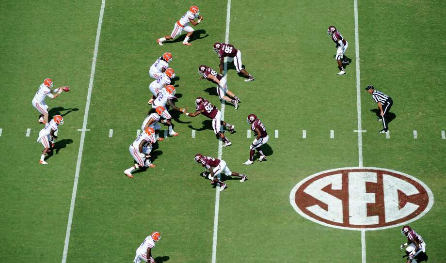 Florida quarterback Jeff Driskel (6) takes the snap against Texas A&M during the second quarter of an NCAA college football game, Saturday, Sept. 8, 2012, in College Station, Texas. Texas A&M begins a new era with its first Southeastern Conference game after leaving the Big 12 Conference. (AP Photo/Dave Einsel) Photo: Dave Einsel, Associated Press / FR43584 AP