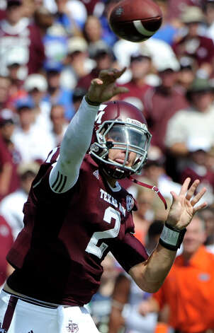 Texas A&M quarterback Johnny Manziel (2) throws a pass against Florida during the second quarter of an NCAA college football game, Saturday, Sept. 8, 2012, in College Station, Texas. Texas A&M begins a new era with its first Southeastern Conference game after leaving the Big 12 Conference. (AP Photo/Dave Einsel) Photo: Dave Einsel, Associated Press / FR43584 AP