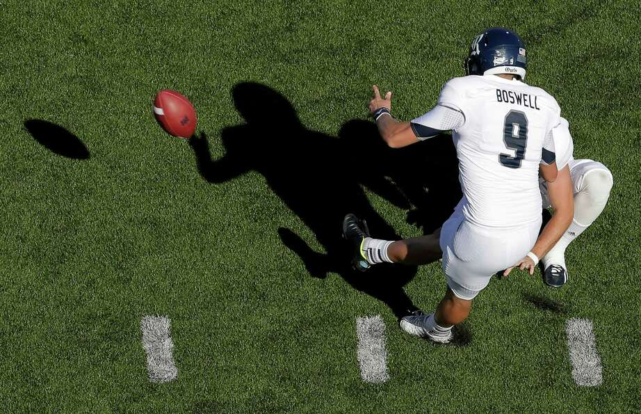 Rice's Chris Boswell kicks a 29-yard field goal during the second half of.