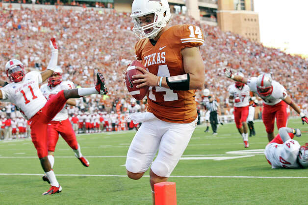 Texas Longhorns' David Ash scores a touchdown against the New Mexico Lobos during first half action Saturday Sept. 8, 2012 at Texas Memorial Stadium in Austin, Tx. Photo: Edward A. Ornelas, San Antonio Express-News / © 2012 San Antonio Express-News