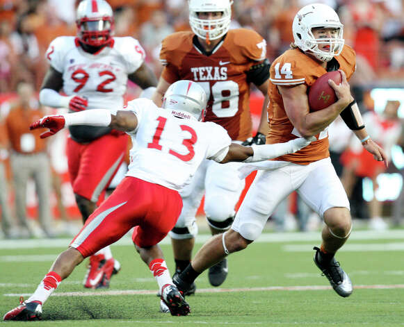 Texas Longhorns' David Ash looks for room around New Mexico Lobos' DeShawn Mills during first half action Saturday Sept. 8, 2012 at Texas Memorial Stadium in Austin, Tx. Ash scored a touchdown on the run. Photo: Edward A. Ornelas, Express-News / © 2012 San Antonio Express-News
