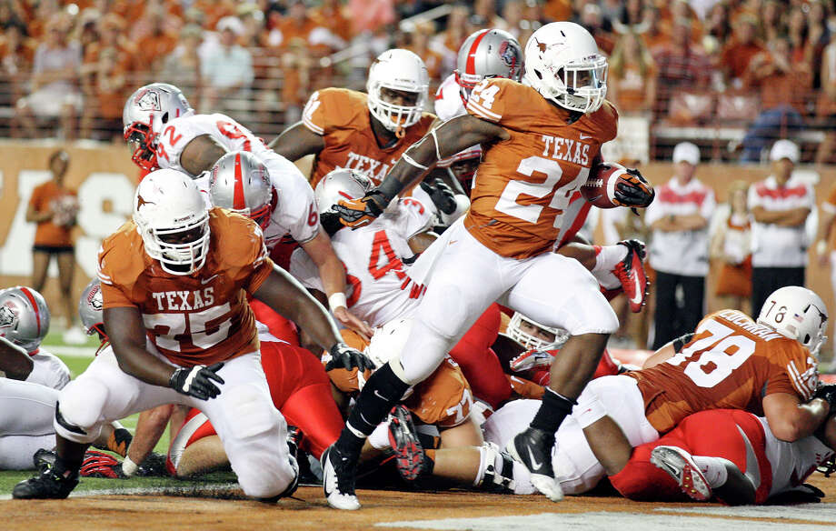 Texas Longhorns' Joe Bergeron (center) scores a touchdown against the New Mexico Lobos during second half action Saturday Sept. 8, 2012 at Texas Memorial Stadium in Austin, Tx. The Longhorns won 45-0. Photo: Edward A. Ornelas, Express-News / © 2012 San Antonio Express-News