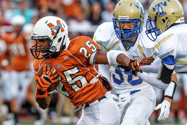 Madison running back Galen McAllister races past the Kerrville Tivy defensefor a 39-yard touchdown to open the scoring in their game at Comalander Stadium on Sept. 8, 2012.  Madison won the game 44-14.  MARVIN PFEIFFER/ mpfeiffer@express-news.net Photo: MARVIN PFEIFFER, Express-News / Express-News 2012