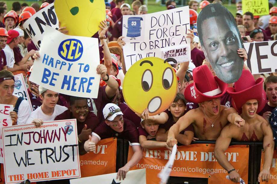 "From early in the morning for ESPN'S ""Gameday"" to the end of the 20-17 loss, Aggies fans showed their trademark enthusiasm. Photo: Nick De La Torre / © 2012  Houston Chronicle"