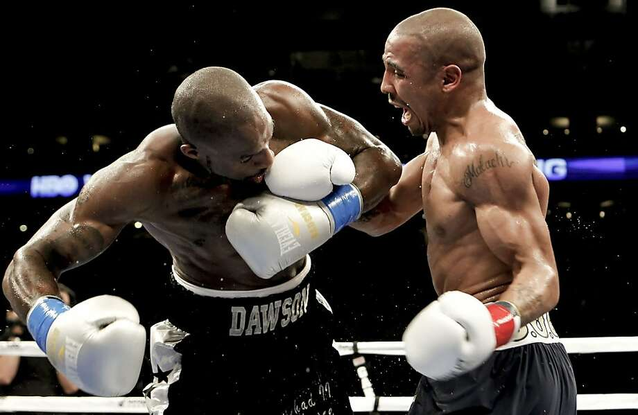 Andre Ward, (right) takes on Chad Dawson for the WBA/WBC super middleweight title at the Oracle Arena  in Oakland, Calif., on Saturday September 08, 2012.  Andre Ward scored a technical knock out in the 10th round against Dawson to retain his title. Photo: Michael Macor, The Chronicle