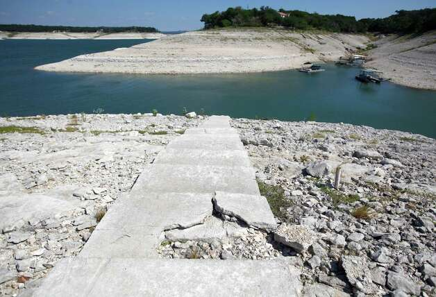 Medina Lake is seen Wednesday Aug. 29, 2012. The Texas Water Development Board reported Wednesday, via its website, the lake is 13.88 percent full and is 63.34 feet below normal pool elevation. Photo: William Luther, San Antonio Express-News / © 2012 San Antonio Express-News