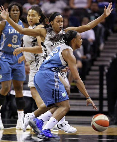 Silver Stars' Jia Perkins defends Lynx's Monica Wright during first half action Sunday Sept. 9, 2012 at the AT&T Center. Photo: Edward A. Ornelas, Express-News / © 2012 San Antonio Express-News
