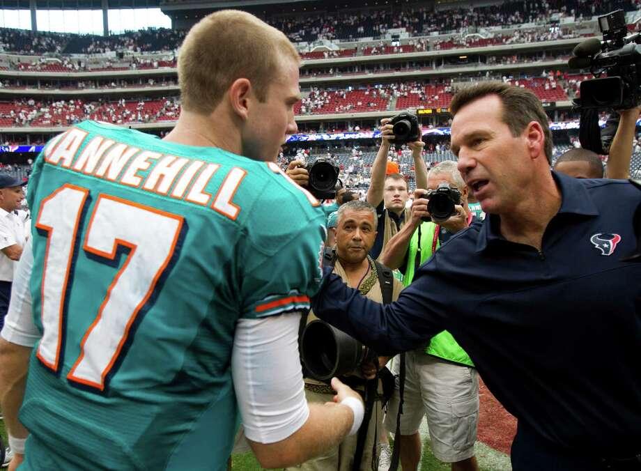Former Houston Texans head coach Gary Kubiak greets another ex-Aggie, Miami Dolphins quarterback Ryan Tannehill. Photo: Brett Coomer, Houston Chronicle / © 2012  Houston Chronicle