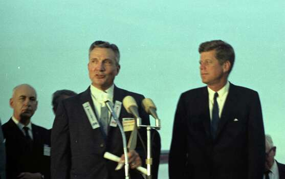 09/11/1962 - President John F. Kennedy arrives at International Airport in Houston to huddle with NASA's leadership and address a national audience from Rice to bolster his initiative to land American astronauts on the moon. President Kennedy is greeted at the airport by Mayor Lewis Cutrer. Photo: Houston Chronicle / Houston Chronicle