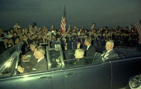 09/11/1962 - President John F. Kennedy arrives at International Airport in Houston to huddle with NASA's leadership and address a national audience from Rice to bolster his initiative to land American astronauts on the moon. President Kennedy waves to the crowd at the airport. Photo: Houston Chronicle / Houston Chronicle