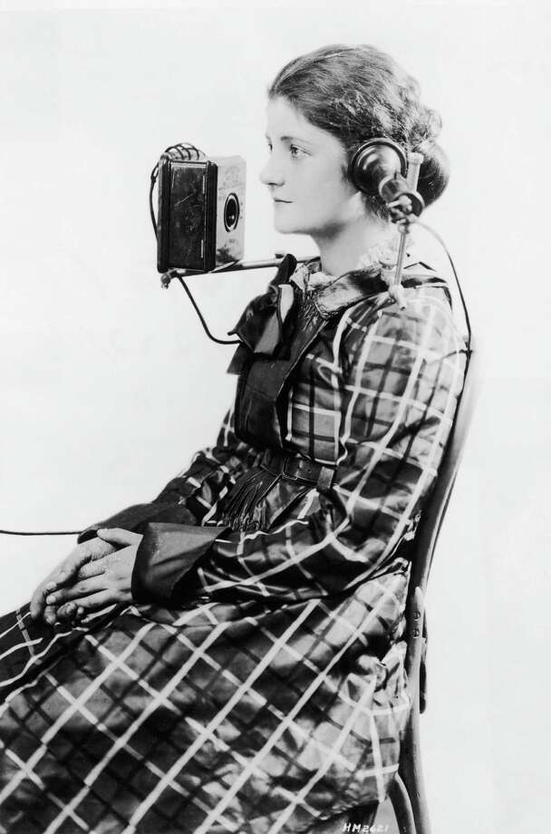 The American Bell Telephone Company devised this portable headset, shown on a telephone operator in 1923. Photo: Hulton Archive, Getty Images / 2004 Getty Images