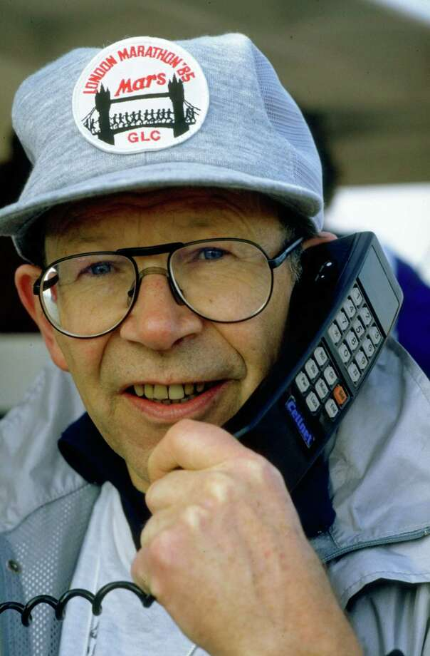 Many of the early portable phones were large devices in bags, with corded handsets. Here, Chris Brasher talks on such a phone during the London marathon in 1985. Photo: Getty Images / Getty Images Europe