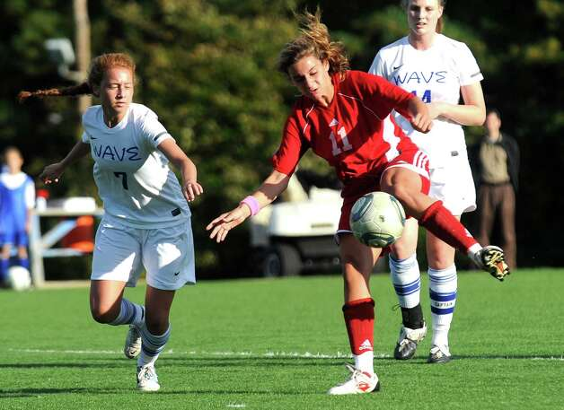 Naomi Leeds is part of a veteran Greenwich Cardinal soccer team that is seeking to repeat as FCIAC Champions. . Photo: Christian Abraham / Connecticut Post
