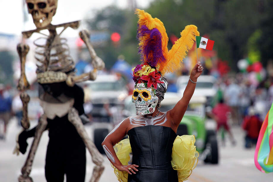 The Diez y Seis parade celebrates Mexican independence. Photo: Express-News File Photo / SAN ANTONIO EXPRESS-NEWS