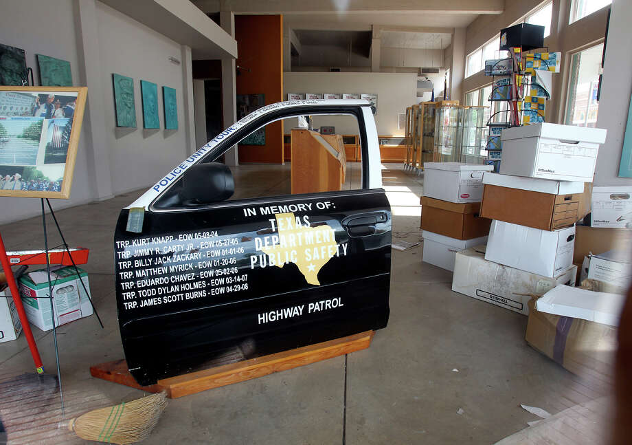 Doors remained closed at the Texas Highway Patrol Museum on South Alamo  on August 28, 2012. Photo: Tom Reel, San Antonio Express-News / ©2012 San Antono Express-News