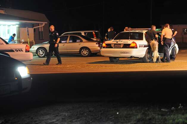Beaumont police officers investigate the scene of a shooting that left an employee of Van's Grocery dead from gunshot wounds to the head. Guiseppe Barranco/The Enterprise / Beaumont
