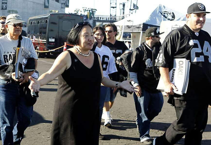Mayor Jean Quan greets Oakland Raiders fans before the game against the San Diego Chargers in Oaklan