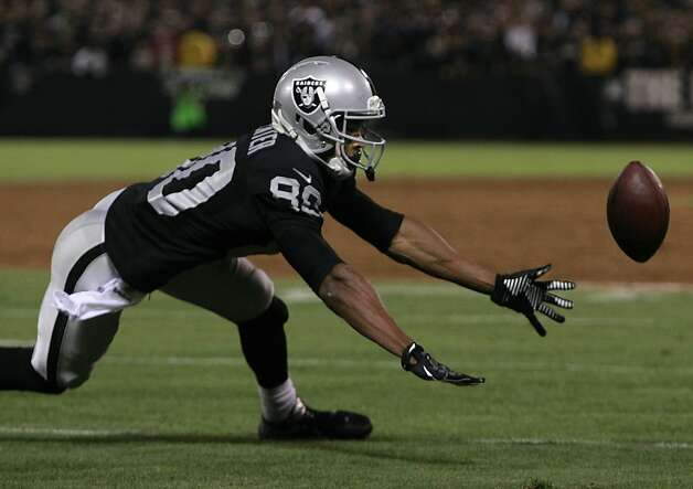 Rod Streater can't hang onto a pass near the end zone in the second quarter on a night the Raiders didn't have many chances. Photo: Paul Chinn, The Chronicle