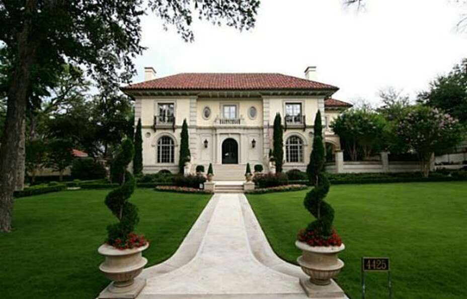 Aikman's 10,520-square-foot mansion looks like something out of a fairy tale, but since his marriage