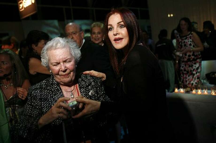 Priscilla Presley (right) asks a photographer to have her photo taken with admirer Ruth McAninch before the start of the event in 2006.   (John Lee / Macy\'s Passport)