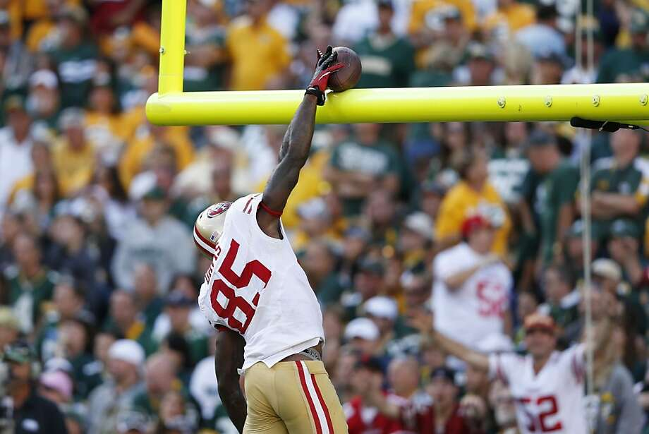 "Vernon Davis almost, but not quite, ""dunks"" the football over the crossbar after his touchdown against Green Bay. Photo: Joe Robbins, Getty Images"
