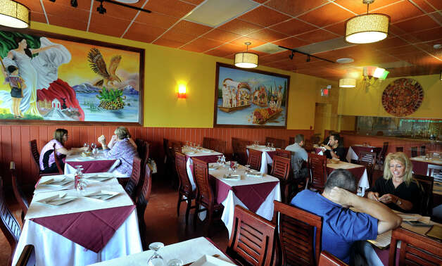 Diners enjoy a late lunch at El Coyote Restaurant in Brookfield, Monday, Aug. 27, 2012. Photo: Carol Kaliff / The News-Times
