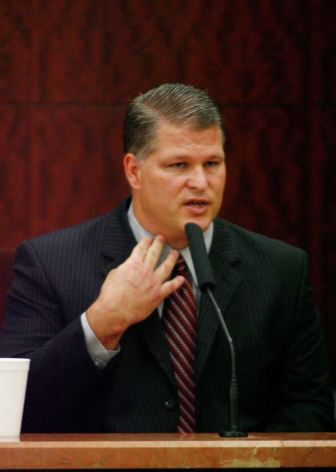 David Temple during cross examination by prosecutor Kelly Siegler in his November 2007 murder trial. Photo: Steve Ueckert / Houston Chronicle