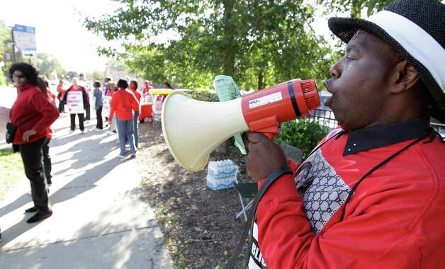 Michael Grant, a parent of a Chicago public school student, walks a picket line outside Shoop Elementary School in support of striking CPS teachers, Tuesday, Sept. 11, 2012. This is the second day of a strike in the nation's third-largest school district as negotiations by the two sides failed to reach an agreement Monday in a bitter contract dispute over evaluations and job security. (AP Photo/M. Spencer Green) Photo: M. Spencer Green
