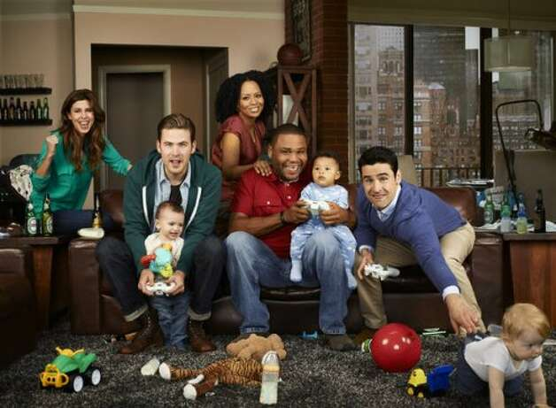 GUYS WITH KIDS -- Season: Pilot -- Pictured: (l-r) Jamie Lyn Sigler as Emily, Zach Cregger as Nick, Tempestt Bledsoe as Marny, Anthony Anderson as Gary, Jesse Bradford as Chris -- (Photo by: Robert Trachtenberg/NBC) (NBC / Robert Trachtenberg/NBC)