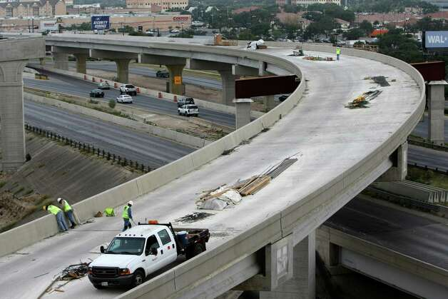 Construction continues on the ramp connecting northbound U.S. 281 to westbound Loop 1604 on Wednesday Sept. 12, 2012. Photo: Helen L. Montoya, San Antonio Express-News / ©SAN ANTONIO EXPRESS-NEWS