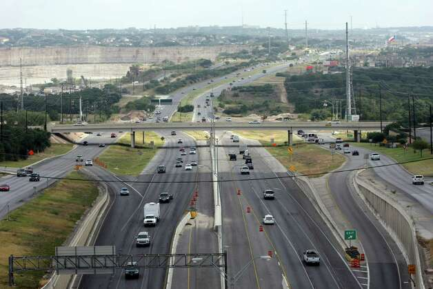 Northbound U.S. 281 north of Loop 1604 as seen from the new Loop 1604 and U.S. 281 interchange on Wednesday Sept. 12, 2012. Photo: Helen L. Montoya, San Antonio Express-News / ©SAN ANTONIO EXPRESS-NEWS